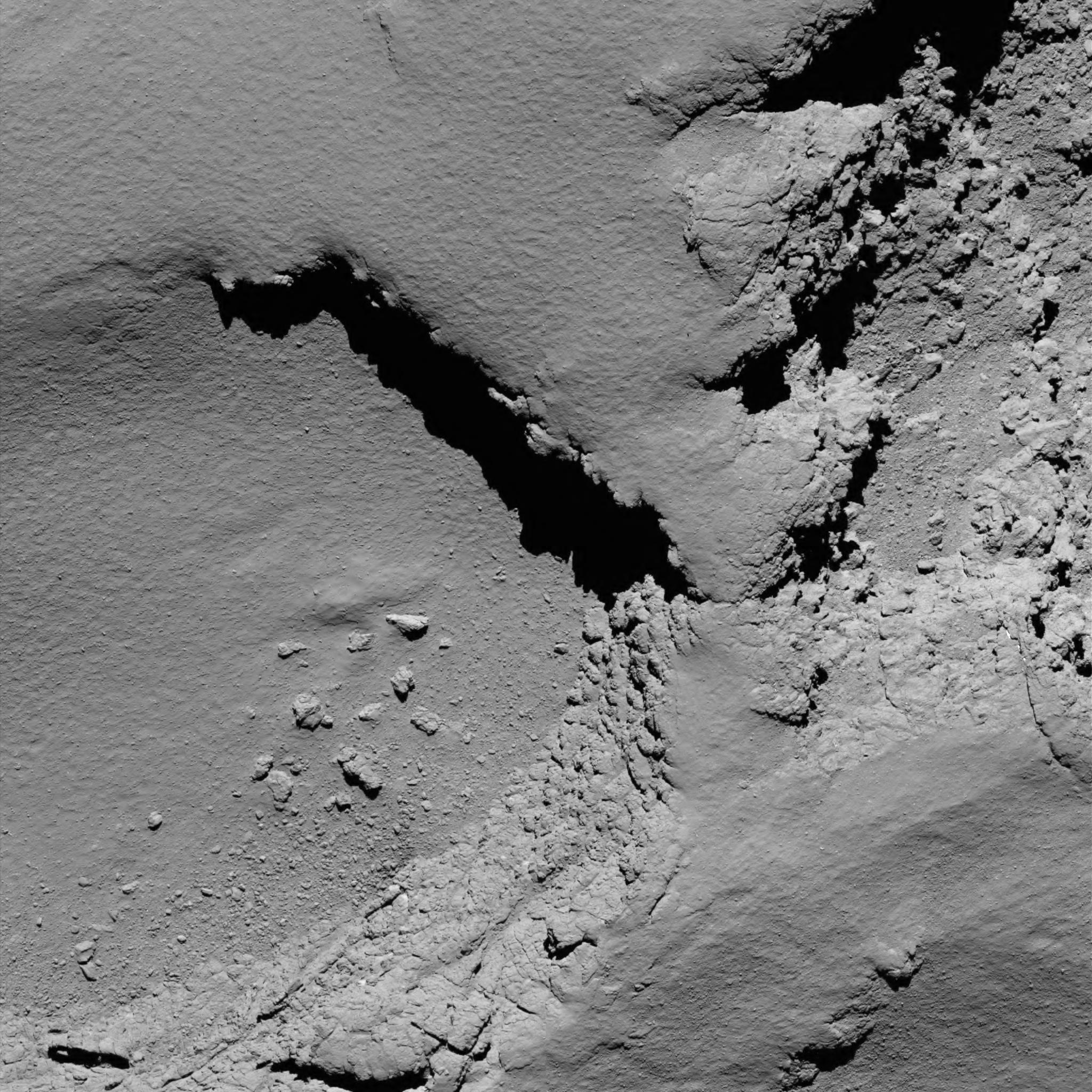 is_rosetta_atterrisage_comet_from_5.8_km_narrow-angle_camera.jpg