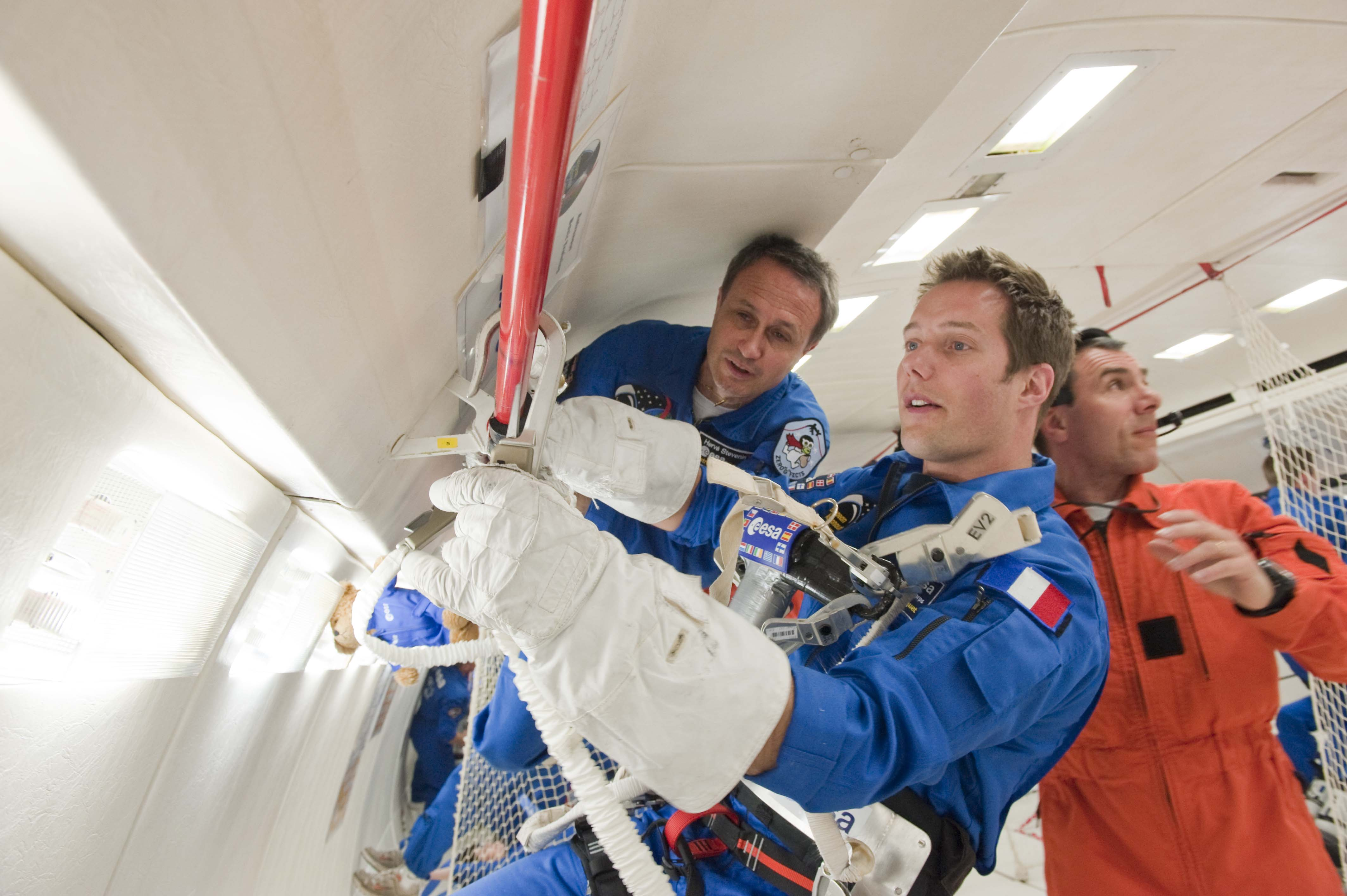 prx_thomas_pesquet_testing_a_space_suit_gloves.jpg