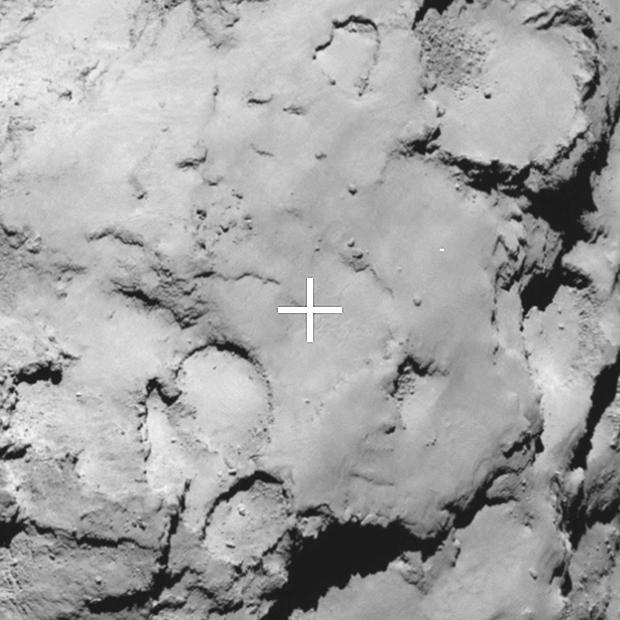 Zoom sur le site de secours C ; image prise à 70 km de distance du noyau avec une résolution de 1,5 m/pixel. Crédits : ESA/Rosetta/MPS for OSIRIS Team MPS/UPD/LAM/IAA/SSO/INTA/UPM/DASP/IDA.