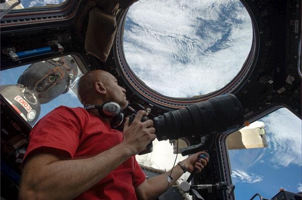 La désintegration de l'ATV-4 a été enregistrée par l'équipage depuis la cupole de l'ISS. Crédits: NASA