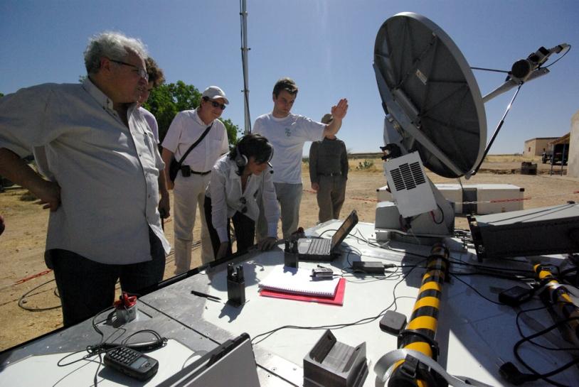 Visioconférence établie par le biais d'Emergesat. Crédits : CNES/Ph. Collot