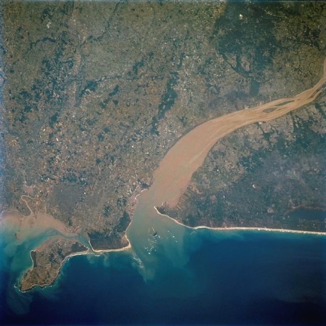 Estuaire de la Gironde. Jason-2 aura une meilleure vision des lacs, fleuves et zones côtières. Crédits : CNES