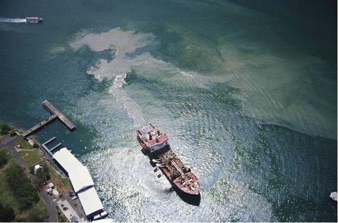 La simulation de la dérive des nappes de pétrole est un outil très utile pour prévenir les dégazages volontaires. Crédits : CLS