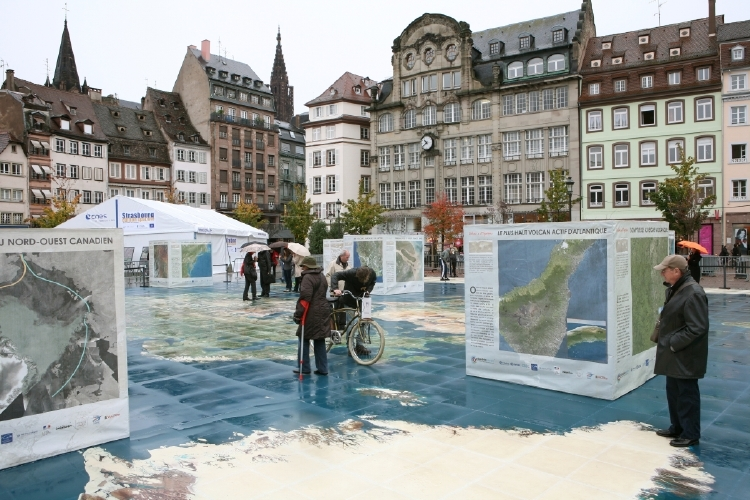 Le chapiteau du CNES, place Kléber à Strasbourg. Crédits : CNES/C. Urbain.
