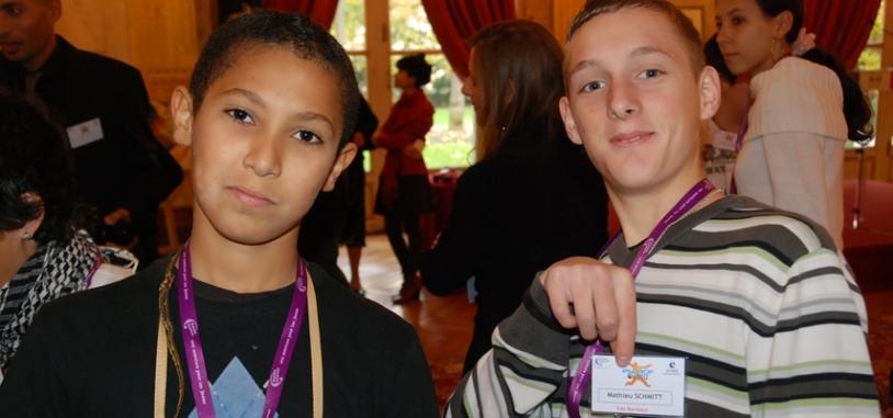 Des jeunes enthousiastes pour cette découverte de l'Hôtel de Lassay qui jouxte l'hémicycle. Crédits : CNES.