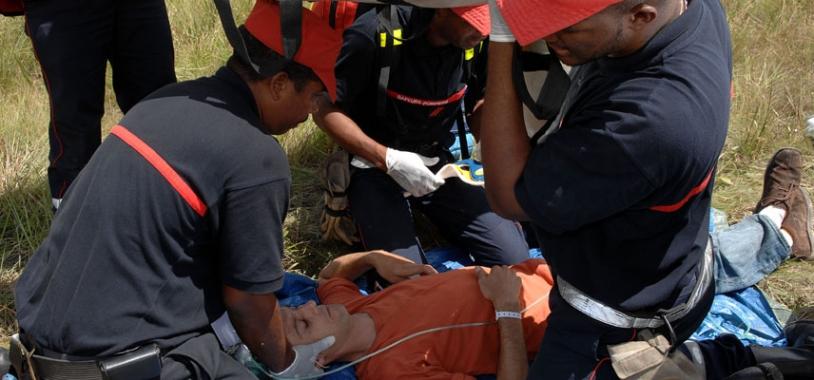 Grâce au Poste de secours médical avancé, il est possible de faire un 1er diagnostic médical auprès des victimes. Crédits : Activité Optique Vidéo du CNES/CSG.