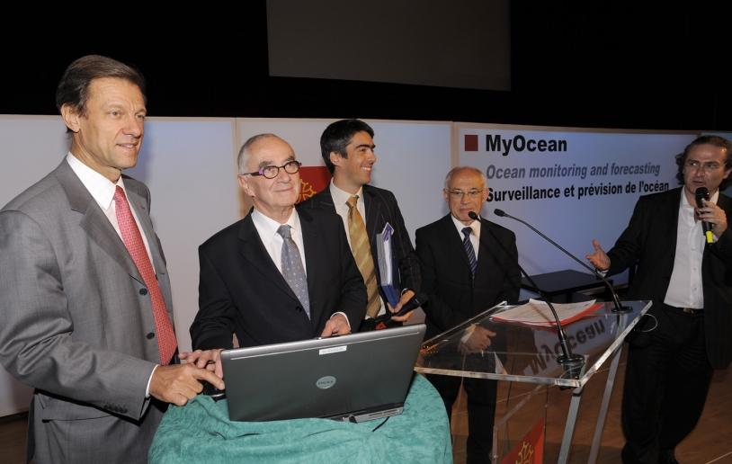 Reinhard Schulte-Braucks, de la Commision Européenne ; Martin Malvy, président du Conseil régional ; Pierre Bahurel, coordinateur MyOcean et Alain Beneteau, vice-prédient du Conseil régional en charge de la recherche, à Toulouse. Crédits : MyOcean.
