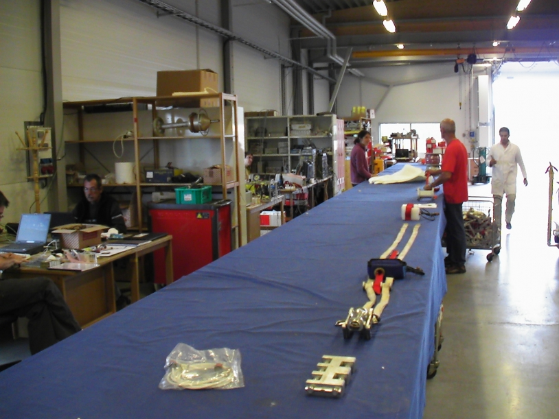 Preparation of the flight train for the first balloon in the Strapolété campaign, Kiruna (Aug. 09). Credits: CNES.