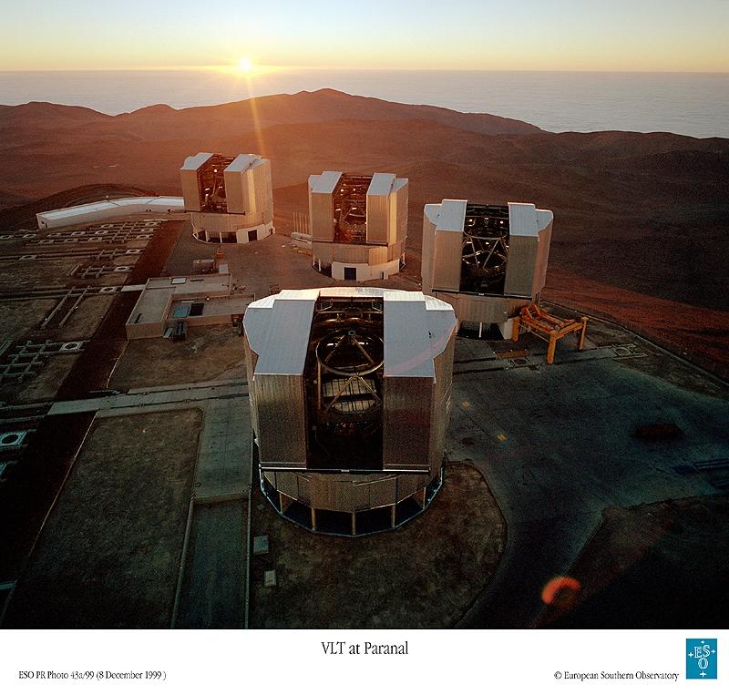 Le Très Grand Télescope de l'ESO, au Chili, est constitué de 4 unités avec chacune un miroir de 8,2 m. Crédits : ESO.