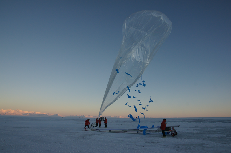 Launch of a superpressure stratospheric balloon, part of the Concordiasi 2010 campaign. Credits: CNES/P. Cocquerez.