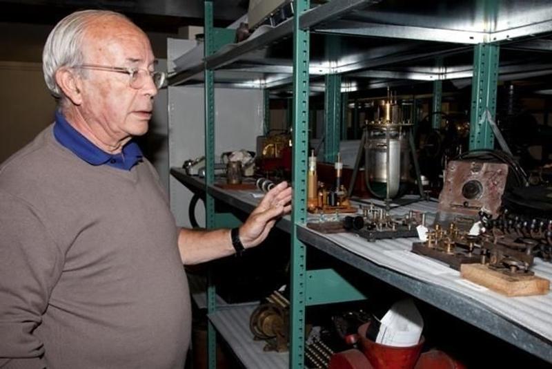 Bernard Decré looking for clues in the archives of Saint-Pierre-et-Miquelon. Credits: Association La recherche de l'Oiseau Blanc.