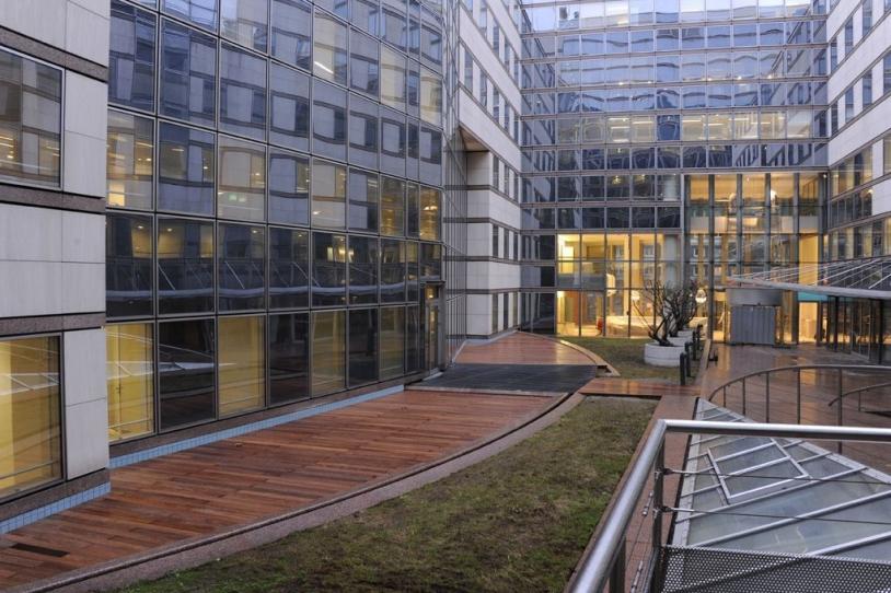 Launcher Directorate patio - © CNES/Hervé PIRAUD