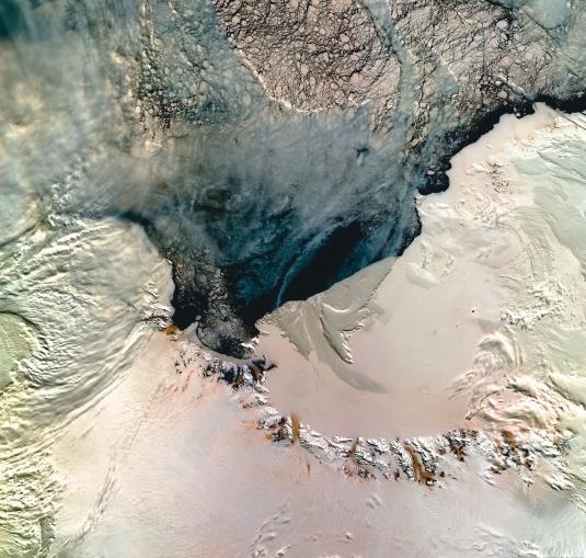 L'Antarctique vue par l'instrument Végétation à bord du satellite Spot 4. Crédits : CNES/Dist Spot Image