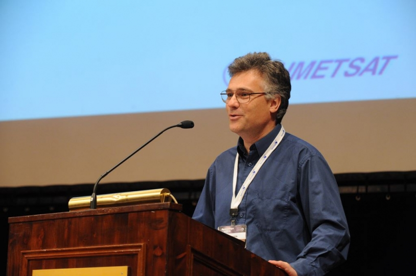 François Laporte won the Best Paper of Symposium award at Space Ops 2008. Crédit : Space Ops 2008.
