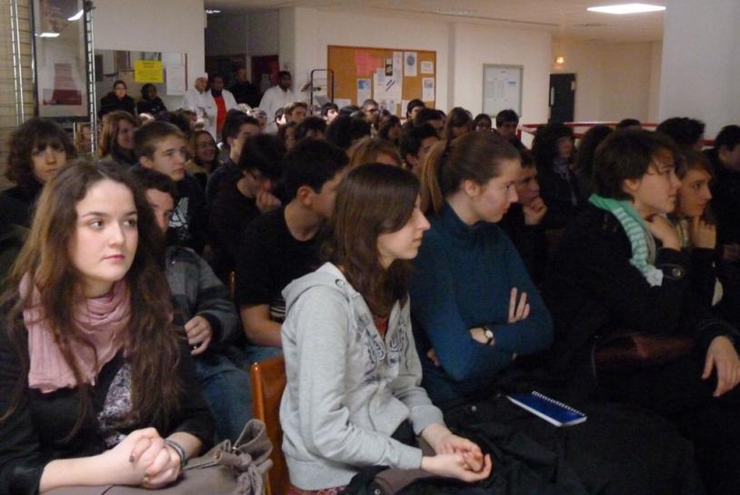 Les participant du lycée Descartes de Montigny. Crédits : CNES.