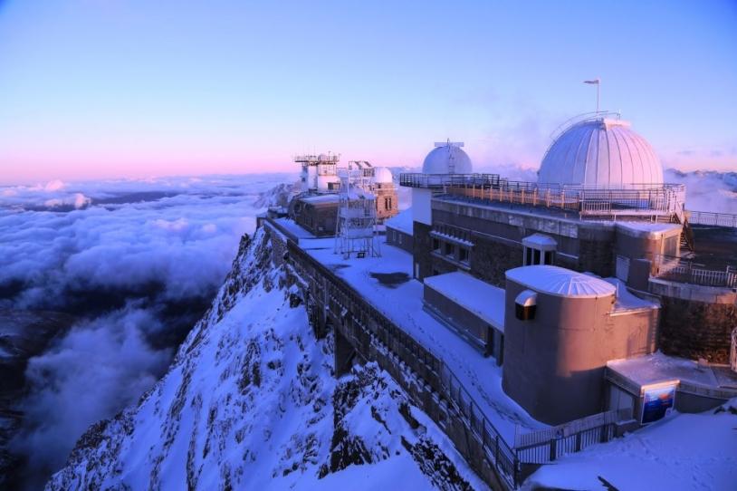 Observatoire du Pic du Midi dans les Hautes-Pyrénées, à 2877 m d'altitude. Crédits : Pic du Midi.