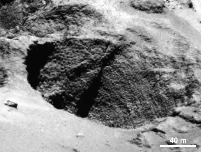 Formation en « œufs de dinosaures » ou en « cou de dinde » sur la paroi d'un puits. Crédits : ESA/Rosetta/MPS for OSIRIS Team MPS/UPD/LAM/IAA/SSO/INTA/UPM/DASP/IDA.